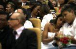 Brésil – Parodie de cérémonie collective de «mariages» homosexuels