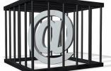 Le PS voudrait réprimer la critique de la politique publique sur internet et les réseaux sociaux