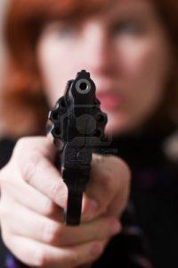 auto-defense-femme-arme-a-feu
