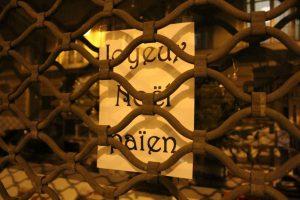 """...qui souhaite un """"Joyeux Noël païen"""" après avoir déposé plainte contre les crèches installées en mairies et au Conseil général de Vendée"""