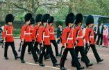 Menace islamiste : les soldats de la Queen's Guard en état d'alerte