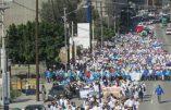 Le Saint Sacrement en tête de la marche pro-vie de Tijuana