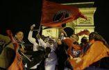 Les supporters «parisiens» du PSG après la victoire contre Chelsea