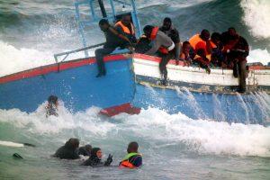bateau-immigrants-au-large-de-Sicile 14 04 15