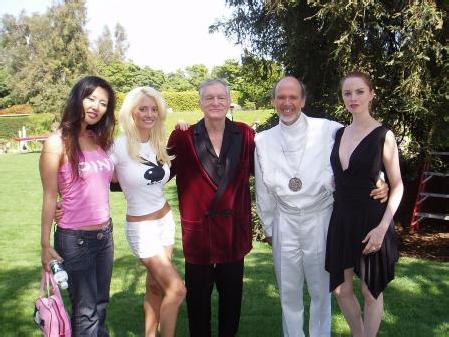 Le gourou de la secte Raël et le pornocrate Hugh Hefner, patron de Playboy