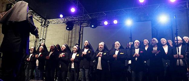 chorale d'homosexuels en religieuses