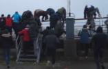 Les images du ferry pris d'assaut par des immigrés