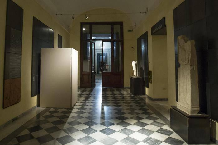 (Musée Capitolini, statue de nu couverte pour la visite de Rohani)