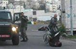 Un policier israélien renverse volontairement un Palestinien en chaise roulante (VIDEO CHOC)