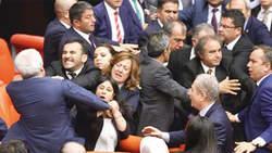 bagarre-parlement-turc