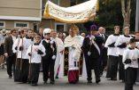 Des satanistes ont célébré une messe noire le 15 août en Oklahoma. Le même jour, 2.000 catholiques participaient à une messe de réparation.