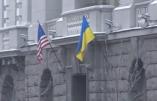 Le drapeau US flotte à Kiev! (Vidéo) sur fond d'ouverture de dialogue Hollande/Poutine
