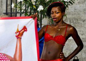 Maimouna Coulibaly en tenue d'artiste...