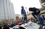 Images saisissantes de guerre raciale à Baltimore et blancs pris pour cibles