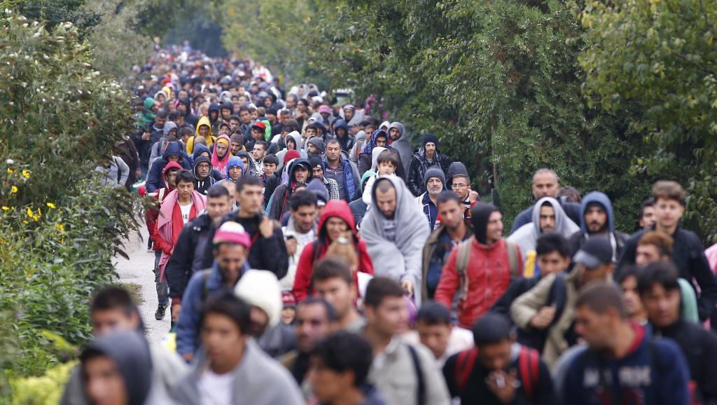 foule de migrants serbie