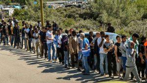 file de migrants