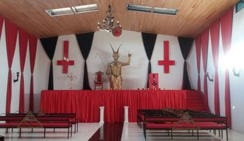 fb0222e5f66403 Un temple satanique ouvre ses portes dans un village colombien ...