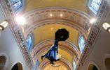 """Mary Poppins et Bouddha dans la cathédrale : """"Aucune profanation, mais promotion de la culture"""""""
