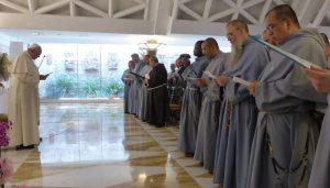 La purge commence (Mgr Schneider, soeurs de la m- du rédempteur...) Franciscains_immaculee_francois-300x171