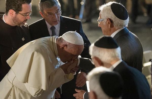 La Fraternité Maçonnique, arme ultime de l'Antéchrist pour l'établissement de son règne Pape_francois_juif