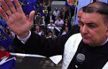 Vidéo de la bénédiction des étendards avant le défilé d'hommage à Ste Jeanne d'Arc