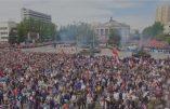 Surprenants défilés de la victoire le 9 mai 2016 dans les deux parties de l'Ukraine