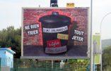 Un afficheur de publicité  proteste par affiche contre le terrorisme islamiques