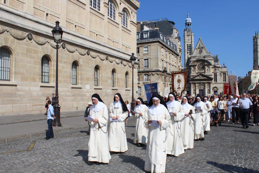 2016_PARIS_Soeurs en procession