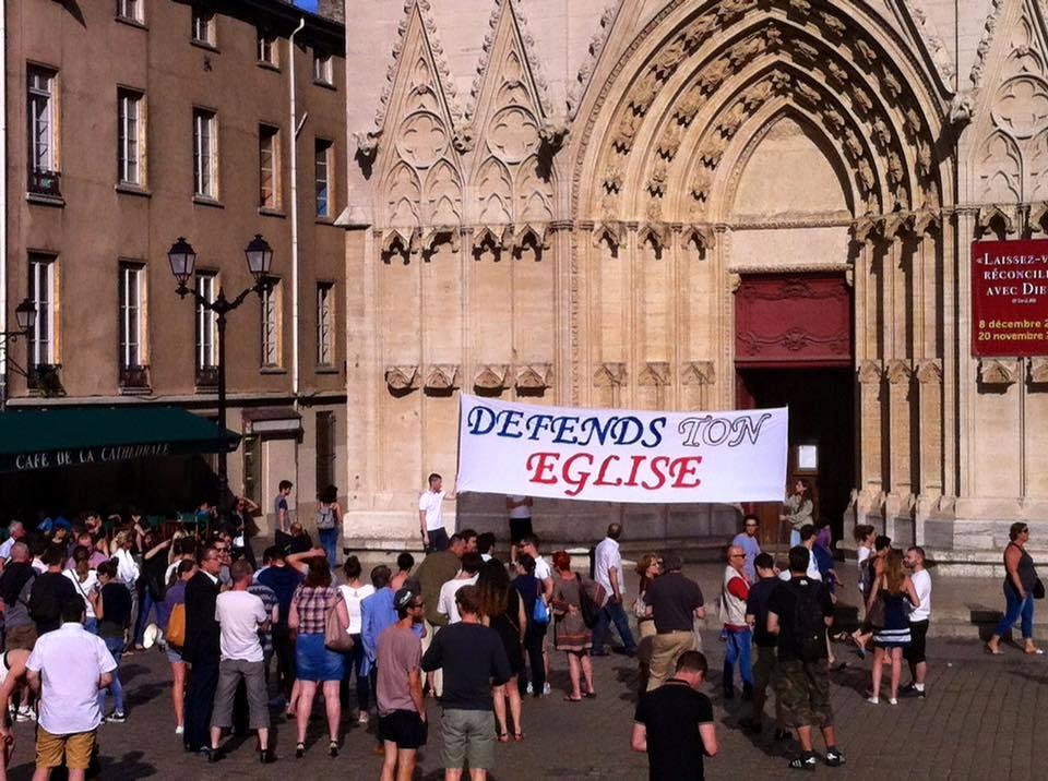 Devant la cathédrale Saint Jean à Lyon