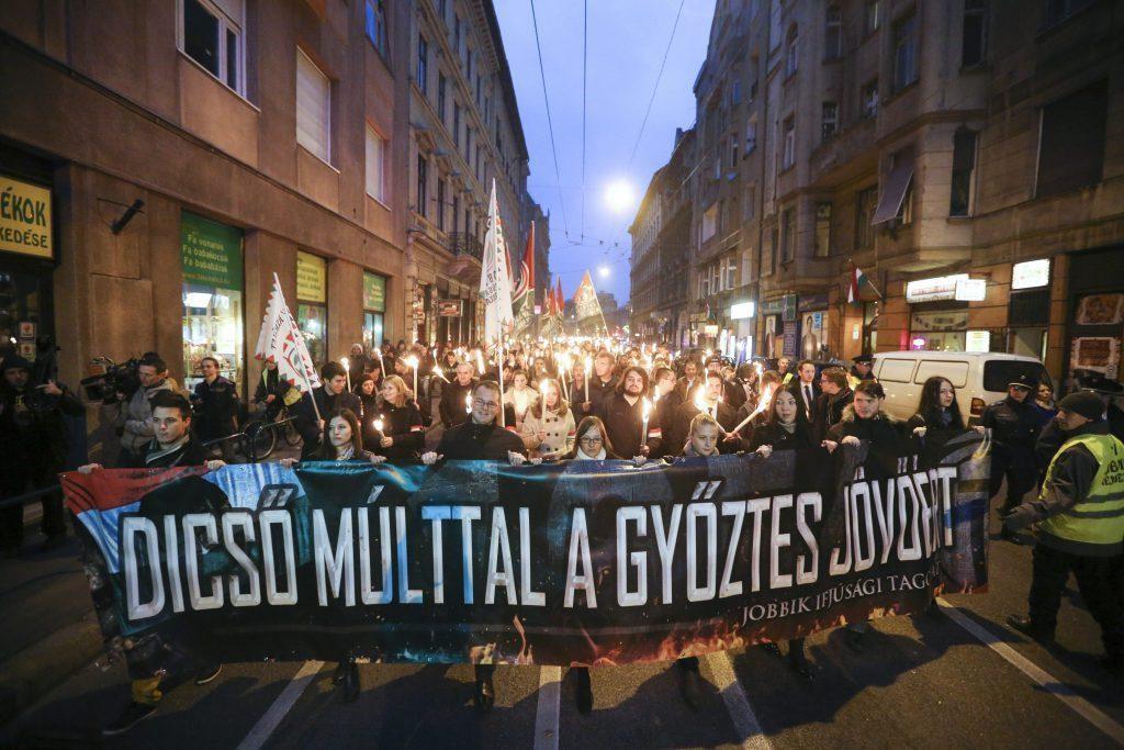 Marche aux flambeaux de Jobbik Jeunesse (photo :MIT)