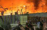 Lesbos : des immigrés mettent le feu à leur camp d'accueil