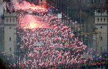 Des centaines de milliers de Polonais patriotes manifestent fièrement