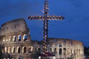 Le pape contre les ports fermés italiens: Via Crucis pro-migrants