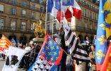 Sainte Jeanne d'Arc, patronne secondaire de la France, sauveuse de la patrie, dignement honorée