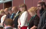 Angleterre – Le maire musulman d'Oldham demande à un imam d'ouvrir la séance du conseil municipal par une prière musulmane