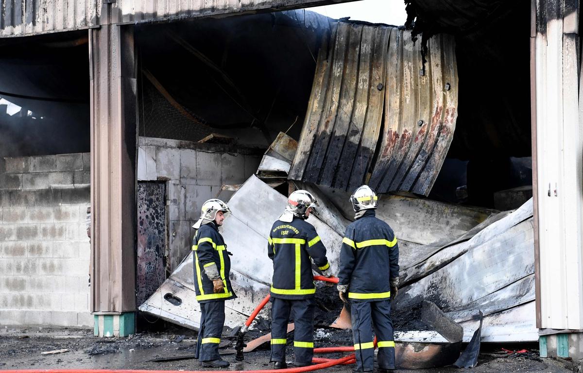 Les anars revendiquent l incendie du garage de la for Garage reprise voiture grenoble