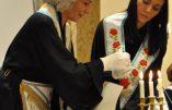 Marie-Thérèse Besson dans ses œuvres, ici avec une ancienne miss Bulgarie ayant exporté cette obédience maçonnique dans son pays