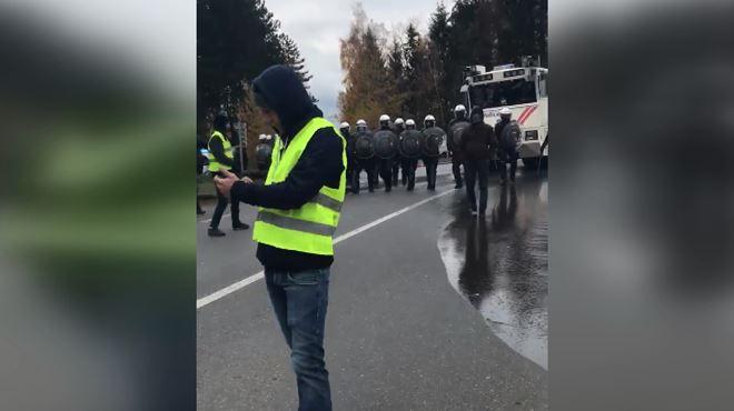 Belgique Gilets Jaunes Chasses Par Les Autopompes De La Police