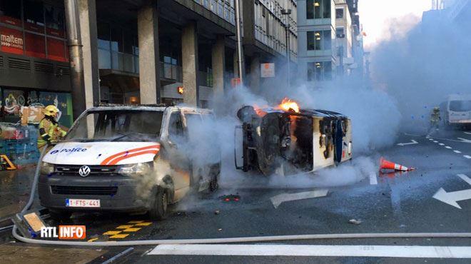 Revolte Des Gilets Jaunes A Bruxelles Vehicules De Police En Feu