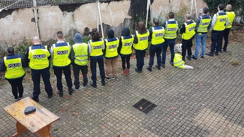 Un Syndicat Policier Rejoint Les Gilets Jaunes Et Appelle A La Greve