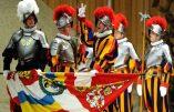 Casques en plastique pour gardes suisses… et bientôt ciboires Tupperware ? Quand le Vatican innove…