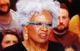 """Yann Barthès donne la parole à une activisiste afro-américaine proposant aux Blancs de """"changer de race""""…"""