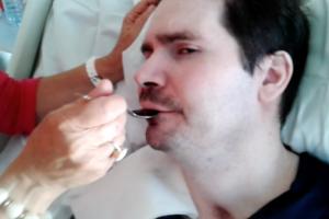 La vidéo de Vincent Lambert se nourrissant