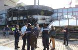 """Mairie incendiée à Villefontaine, un """"attentat"""" selon le maire"""